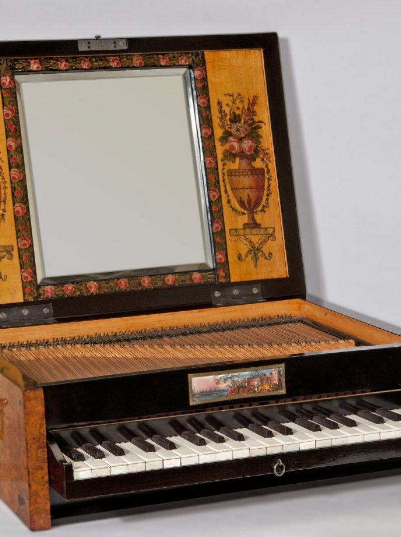Fortepianik podróżny, czyli uroda przedmiotu