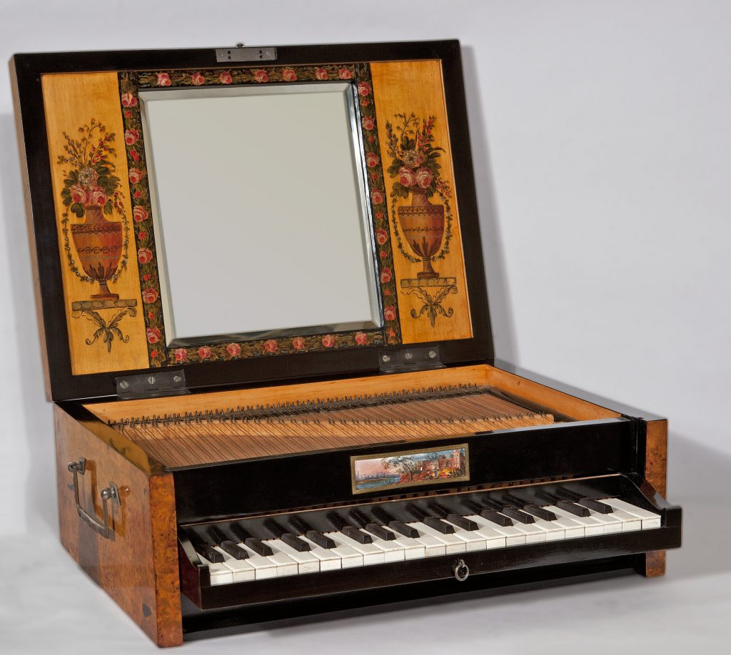 Portable piano, in other words the beauty of an object